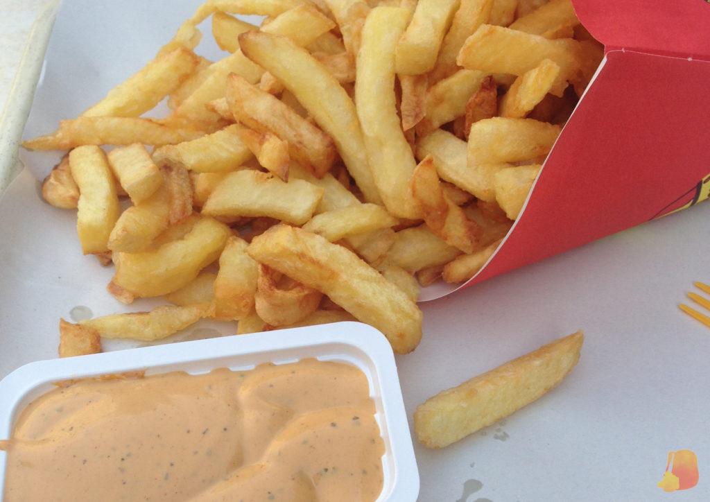 cono de patatas frias con salsa andalouse