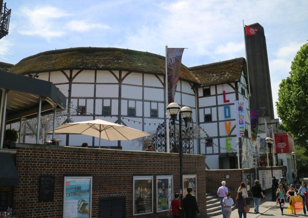 Exterior del teatro. Recrea el exterior original de un teatro de epoca de Shakespiere