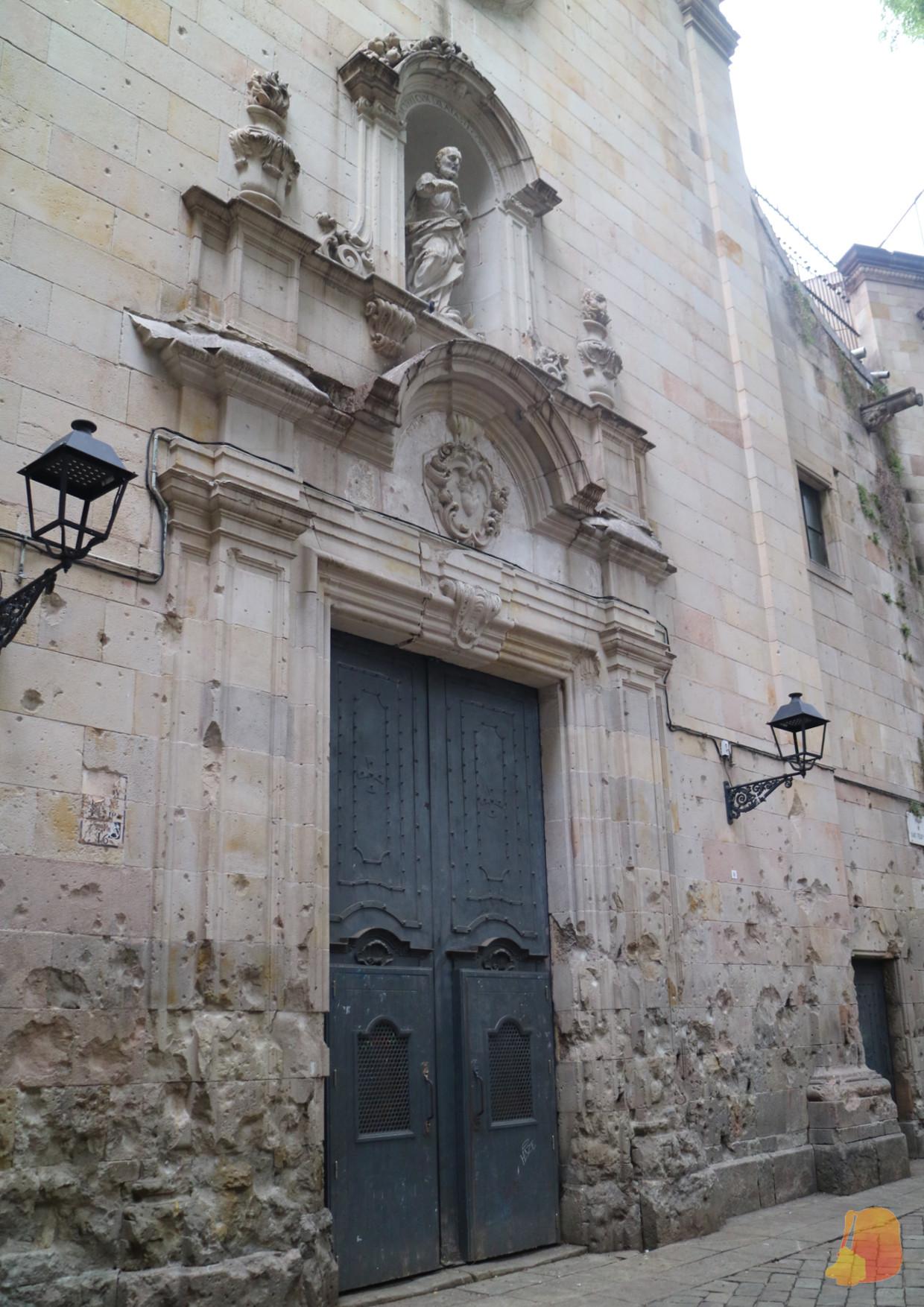 Fachada de la Iglesia de Sant Felip Neri con restos de metralla