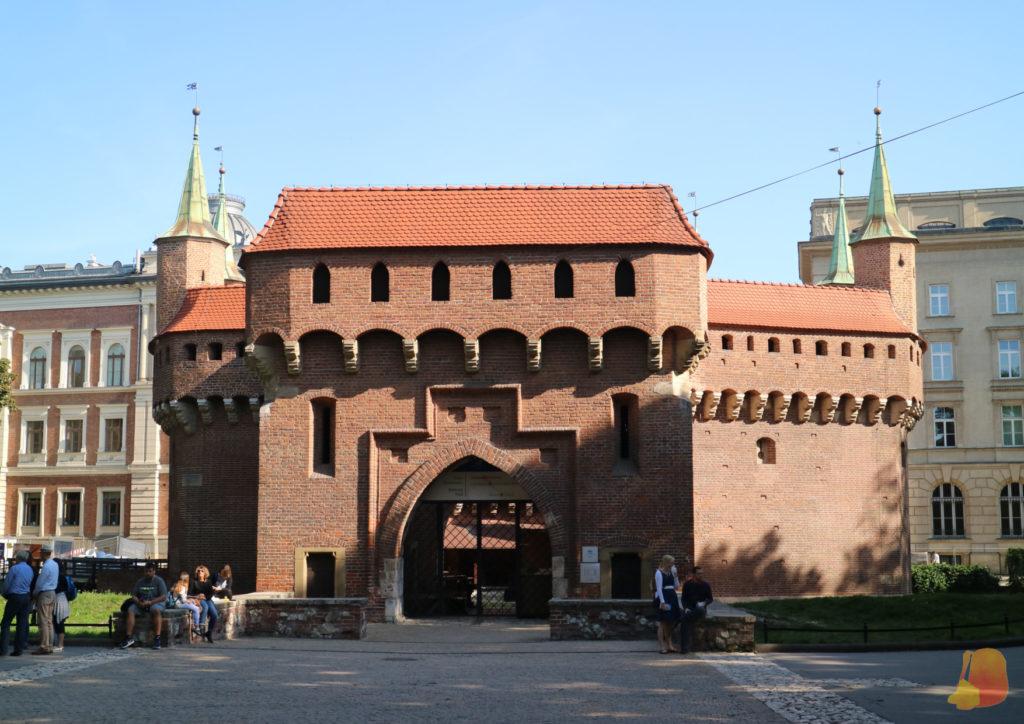 El edificio de la Barbacana, de ladrillo y forma ovalada.