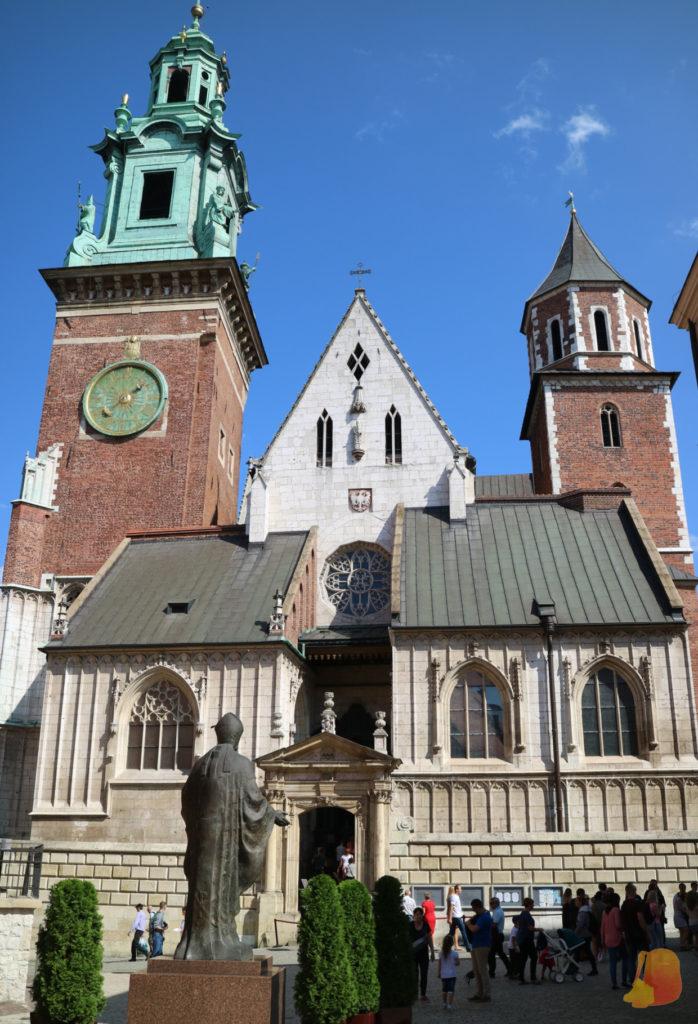 Foto de la fachada de la Catedral. Es un templo ecléctico que incluye elementos de muchos estilos diferentes