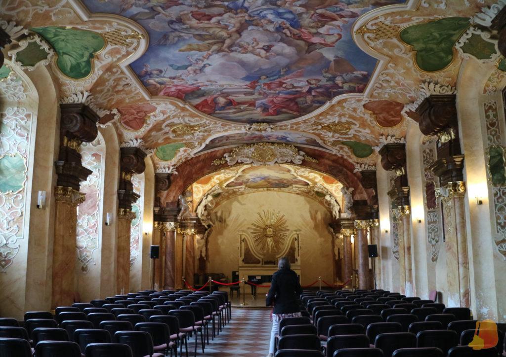 Las paredes y el techo del Oratorium muestran preciosas pinturas de temática religiosa.