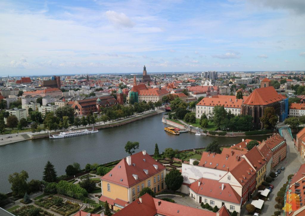 Las vistas desde la torre de la catedral. Destaca el río y los tejados rojos