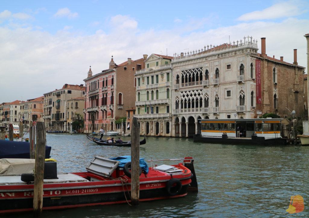 El Gran Canal y, en la otra orilla, la fachada de Ca d'Oro y otros edificios palaciegos