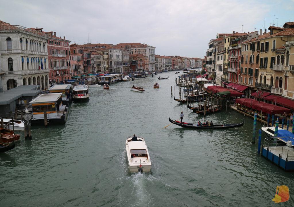 Vistas del Gran Canal desde el Puente de Rialto