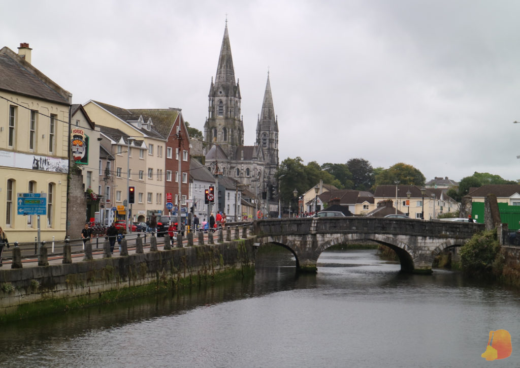 La Catedral de Cork vista desde el rio