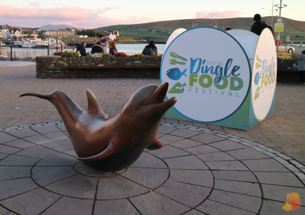 Estatua de Fungie en el puerto de Dingle
