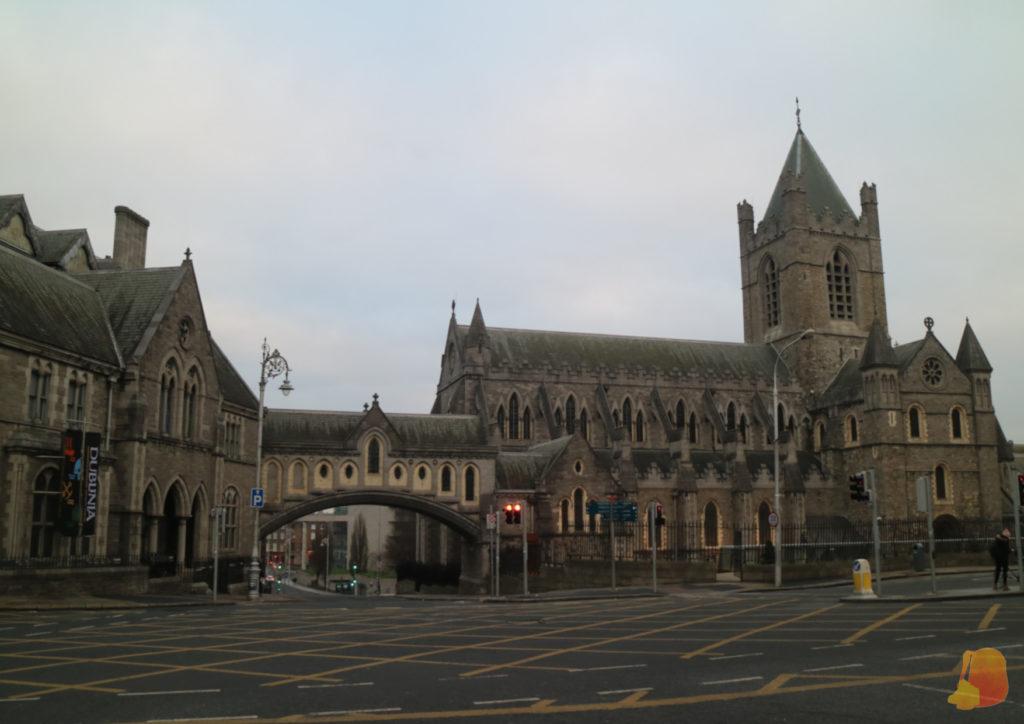 Dublinia, Christ Church y el puente que las une