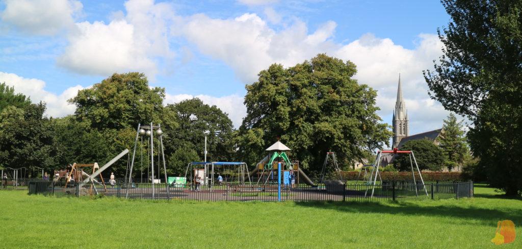 Parque infantil en el Ashe Memorial Town Park