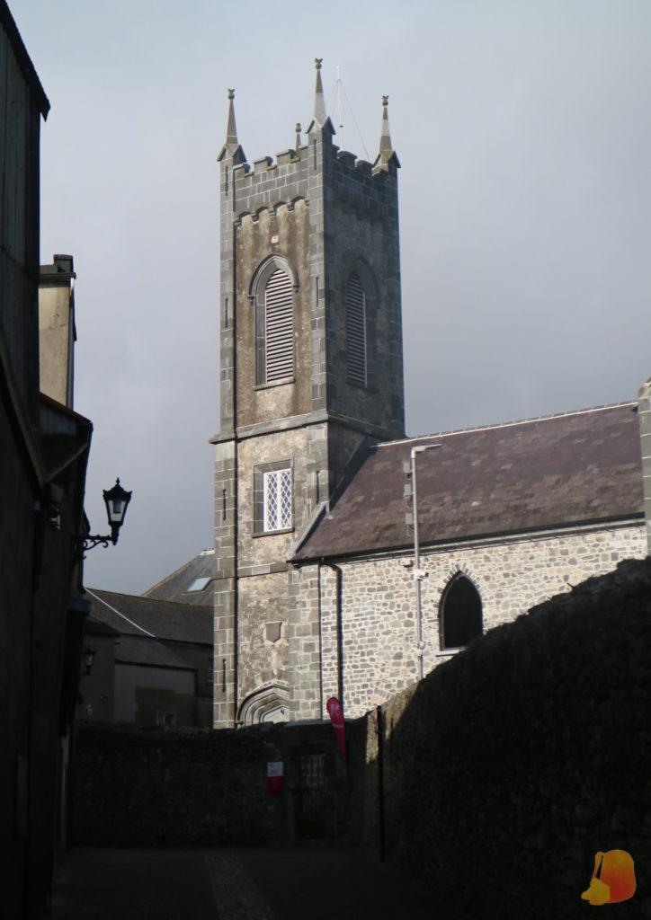 Iglesia de Santa María desde el callejón