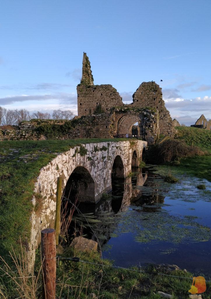 Puente de acceso a Athassel Abbey