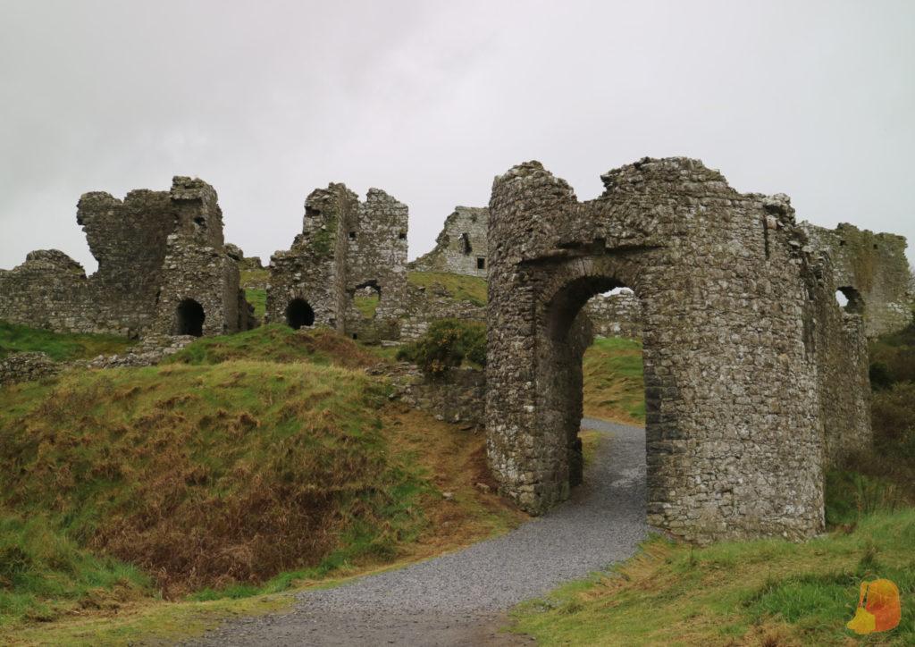 Restos de la puerta de acceso a la fortificación