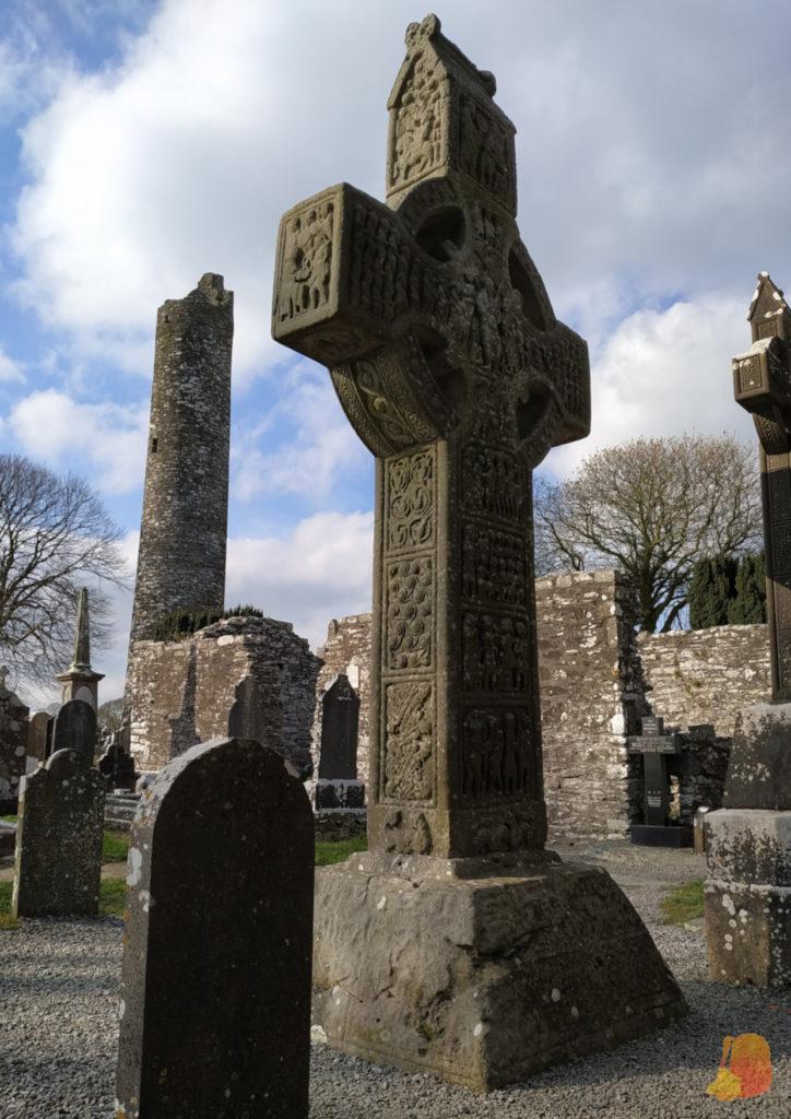 Cruz celta y torre cilindrica de Monasterboice