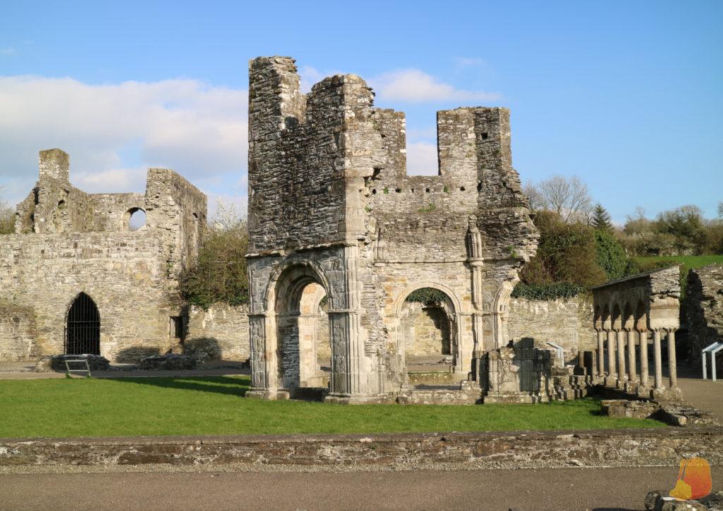Restos de un edificio octogonal de Old Mellifont Abbey