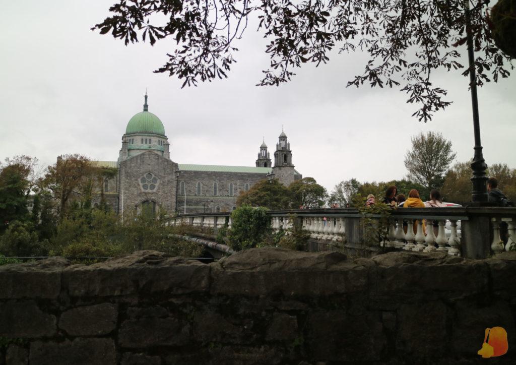 Vista de la Catedral desde el otro extremo del Salmon Weir