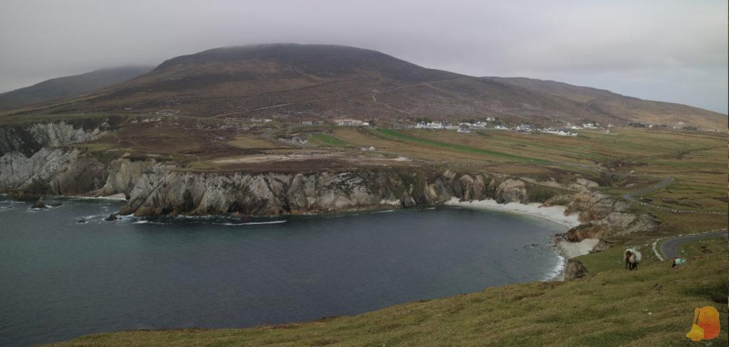 Playa y acantilados de Achill Island