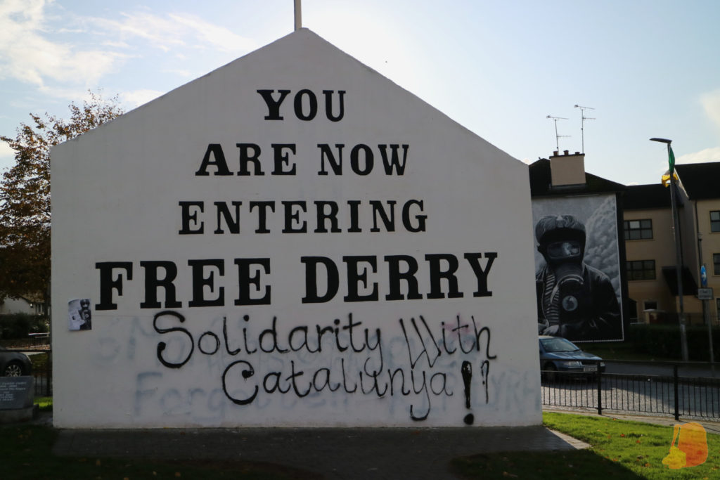 """Free Derry Corner. Se puede leer """"You are now entering Free Derry"""""""