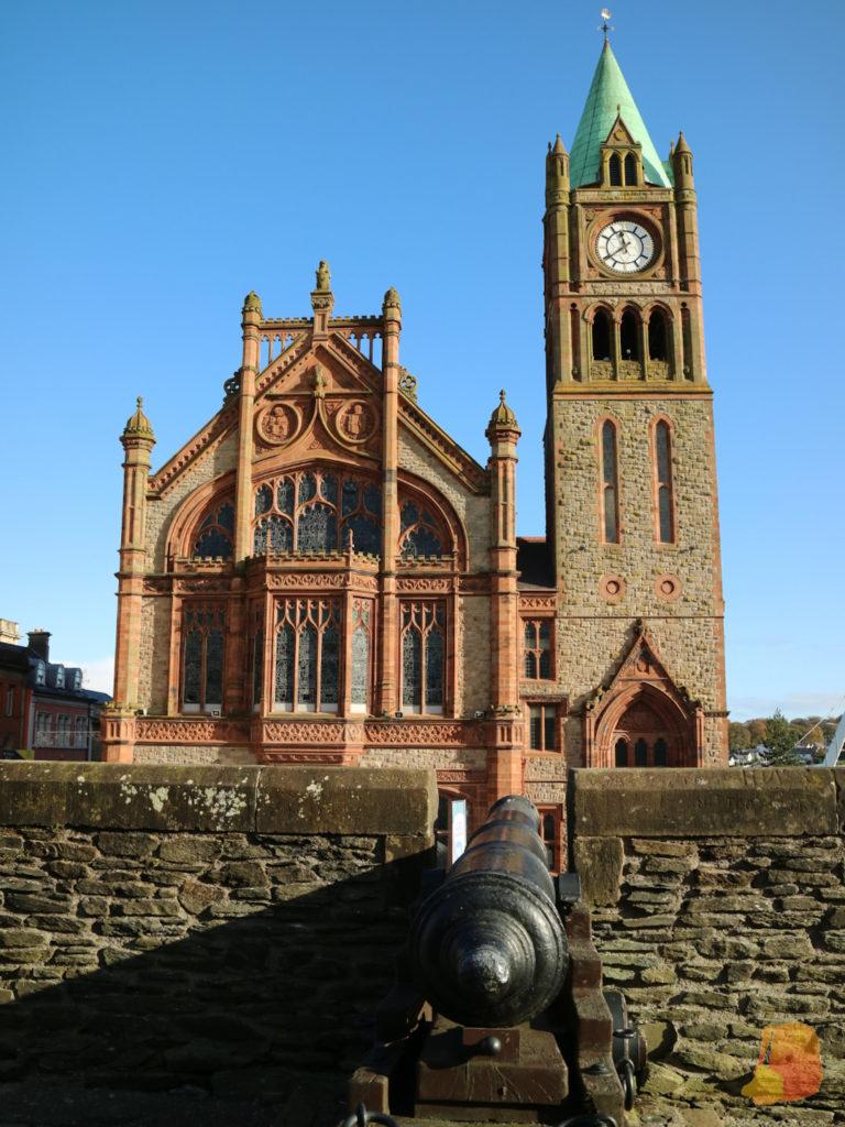 Fachada del ayuntamiento de Derry